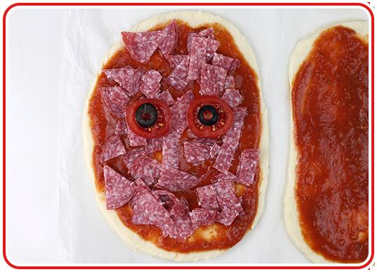 Step 8 - Monster-Pizzen backen