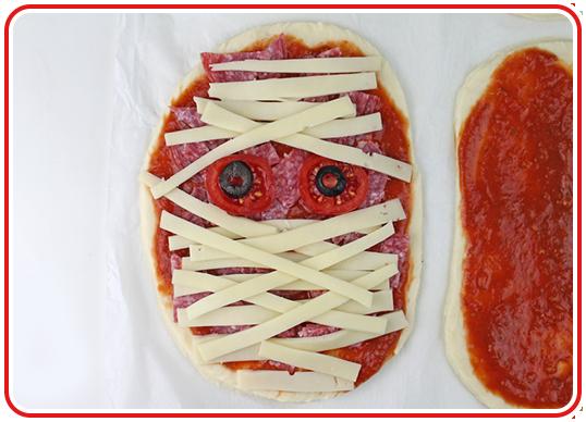 Step 9 - Monster-Pizzen backen