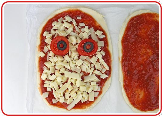 Step 10 - Monster-Pizzen backen